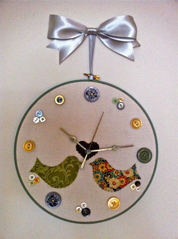 File:Finish Embroidery Hoop Clock.jpg