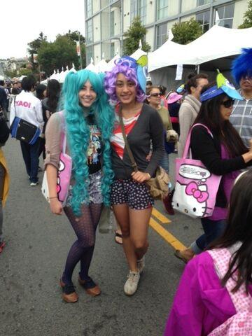 File:Jpopsummit colorfulwigs.JPG