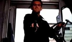 Grand Theft Auto 2 The Movie - Claude rematando al conductor