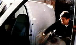 Grand Theft Auto 2 The Movie - Claude robando la furgoneta