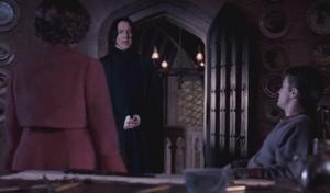 Umbridge pidiéndole veritaserum a Snape.png