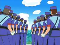 Archivo:EP505 Hileras de policías.png