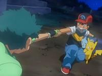 Archivo:EP559 Ash agarrando a Angie.png