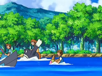 Archivo:EP560 Alumnos cabalgando con sus Pokémon de tipo agua (3).png