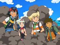 Archivo:EP572 Ash, Maya, Barry y Brock entre el humo.png