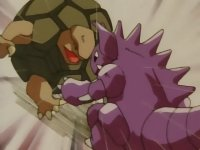 Archivo:EP063 Nidoking golpeando a Golem.jpg