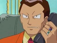 Archivo:EP278 Giovanni hablando por teléfono.png