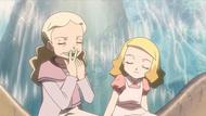P10 Abuela de Alice enseñándole a tocar la hoja silbato