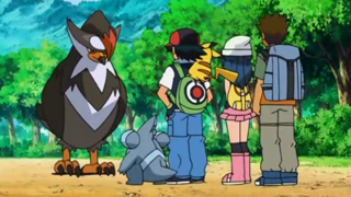 Archivo:EP633 Staraptor junto a Ash, Dawn y Brock.png