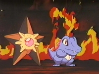 Archivo:EP183 Staryu de Misty y Totodile de Ash listos para apagar el fuego.jpg
