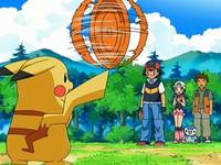 Archivo:EP543 Pikachu entrenando con un disco (3).png