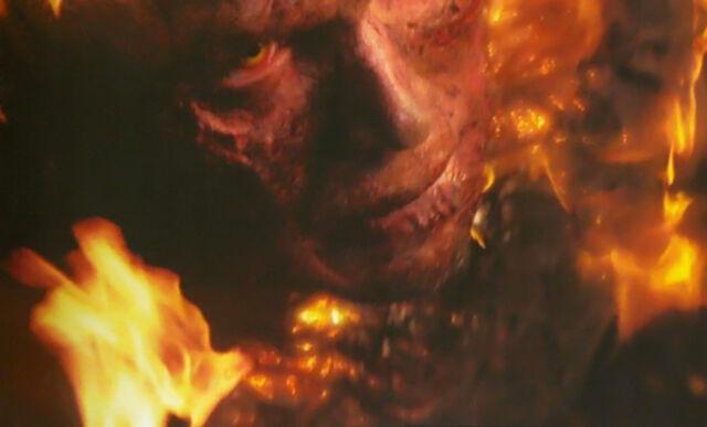 Archivo:Anakin en llamas.jpg