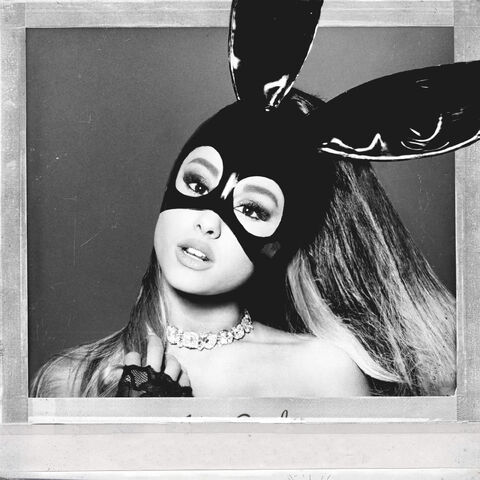 Archivo:Ariana Grande - Dangerous Woman Official Standard Album Cover.jpg