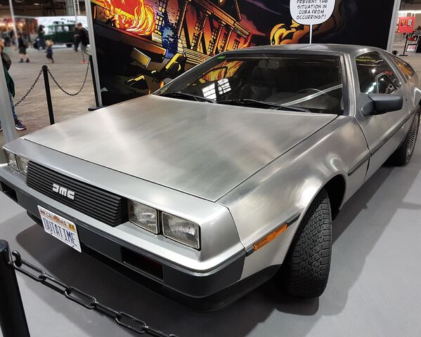 Archivo:Salondelcomic2016 delorean02.jpg