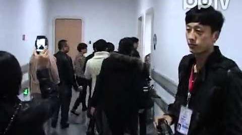 20111231蔡依林唱跨年十余保镖排场最大 被王菲霸占休息室愤怒离场