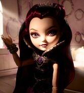 Diorama - Raven stares aside