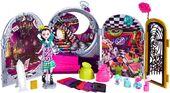 Doll stockphotography - WTW Clock I