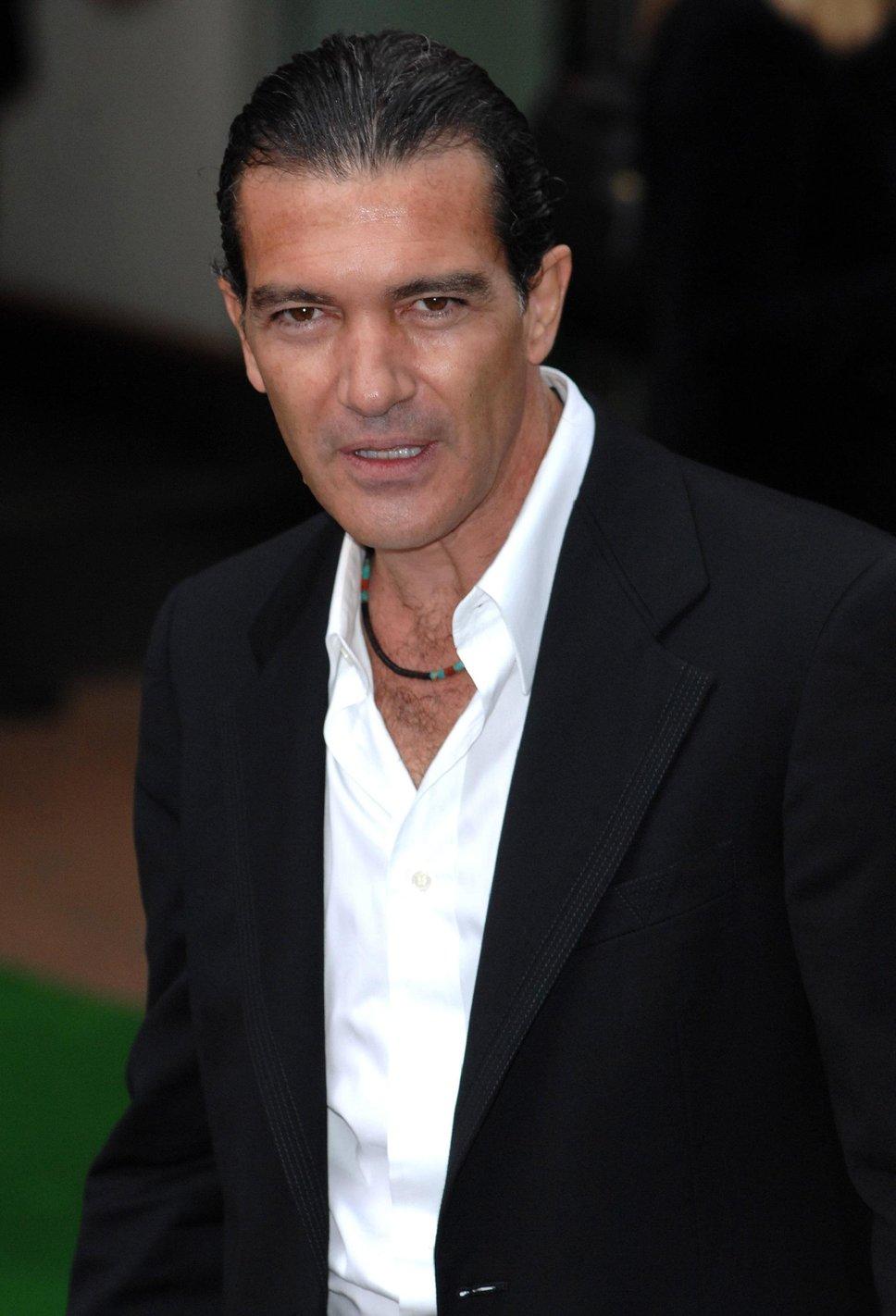 Antonio banderas white shirt b Antonio Banderas