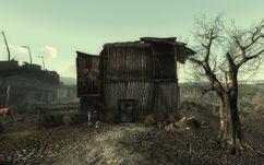 Abandoned residence Arefu