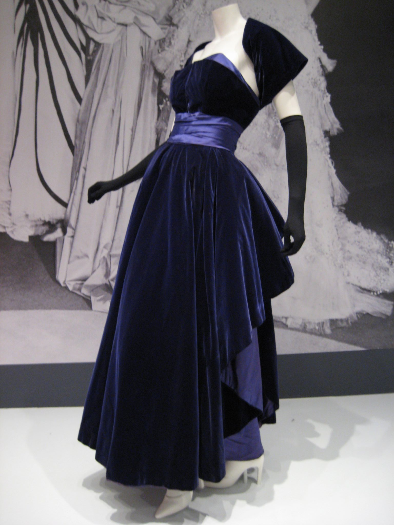 Christian dior fashion wiki fandom powered by wikia for Haute couture wikipedia