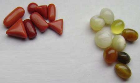File:Coral gemstones.jpg