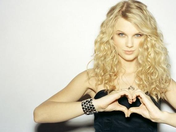 File:Taylor-Swift-2010.jpg