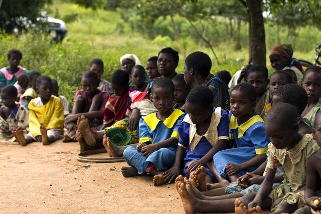 File:Schoolchildren in Malawi.jpg