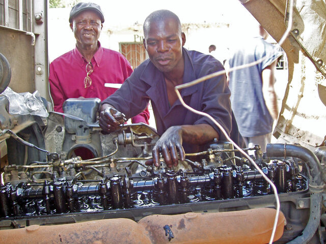 File:Auto mechanics class at Chawama Youth Resource Centre (5348624275).jpg