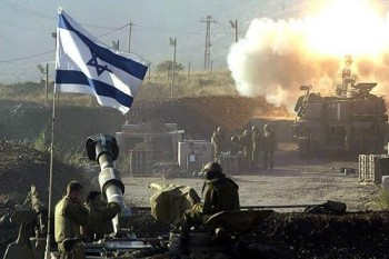 File:Israeli troops launch missile.jpg
