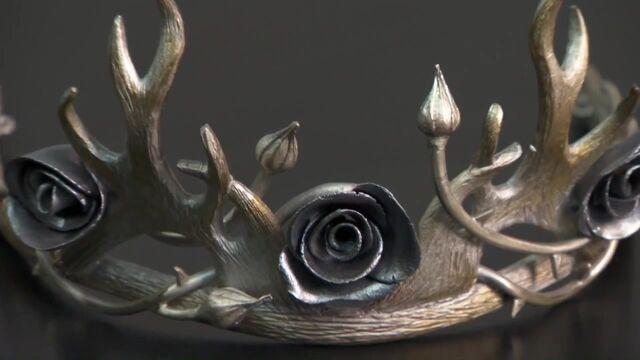 File:402 Margaery crown behind the scenes.jpg