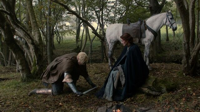 File:Brienne kneels.jpg
