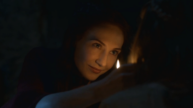 File:Melisandre talking to shireen.png