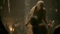 Drogo carries Dany 1x6