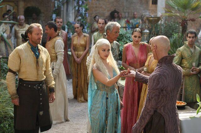 File:Daenerys and Pyat Pree in Qarth.jpg