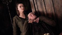 S06E10 - Arya kills Walder