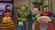 Garzooka gives Garfield thumbs up