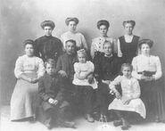 Sam and Marietta (Johnson) Beck family 1910