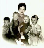 Mom&kids1962