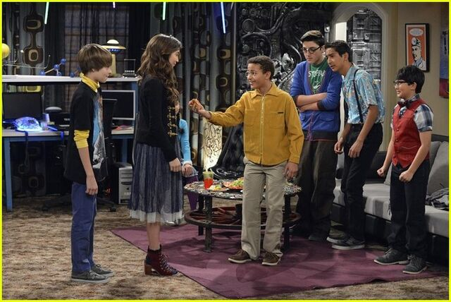girl meets world girl meets money preview Girl meets money 23m lucky fans join onscreen besties rowan blanchard and sabrina carpenter for a behind-the-scenes look at the world of girl meets world.