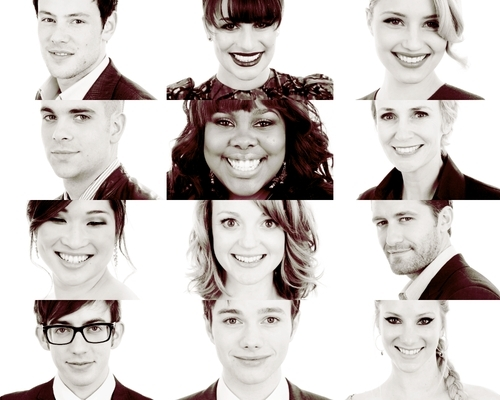 File:Gleek Cast.jpg