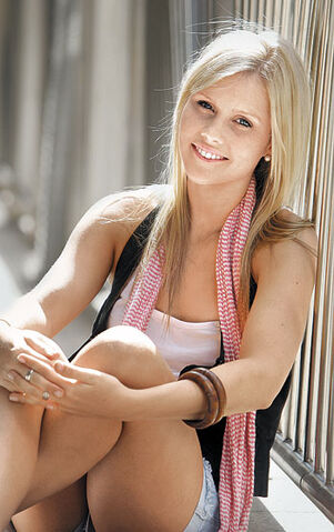 File:Laurel Dakota Everly.jpg