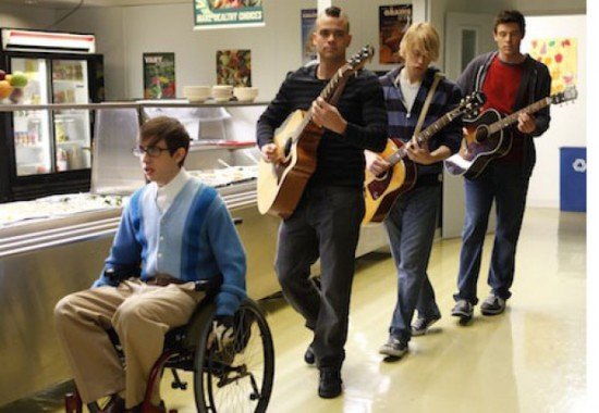 File:GLEE-Rumours-Season-2-Episode-19-550x380.jpg