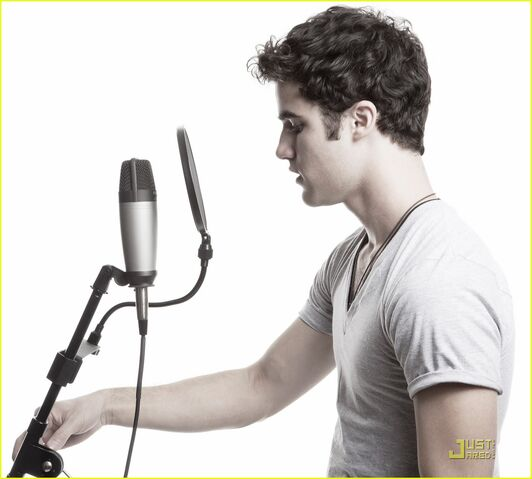 File:Darren-criss-microphone.jpg