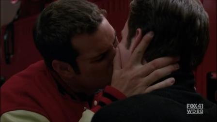 File:Kurtofsky kiss.png