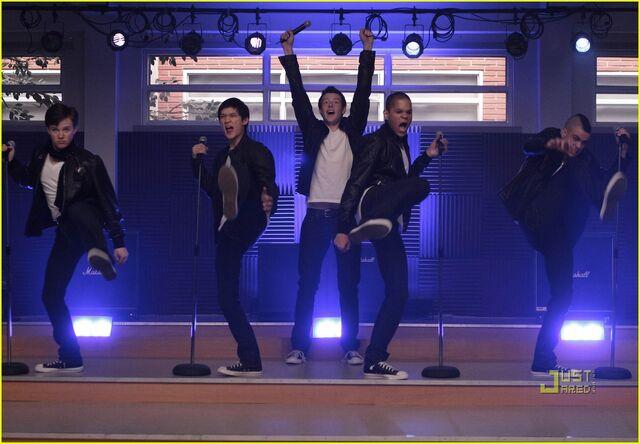 File:Glee-its-my-life-04.jpg