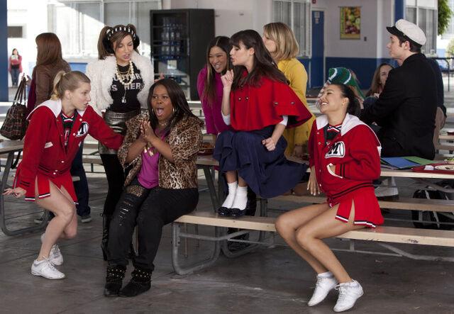 File:Glee girls.jpg