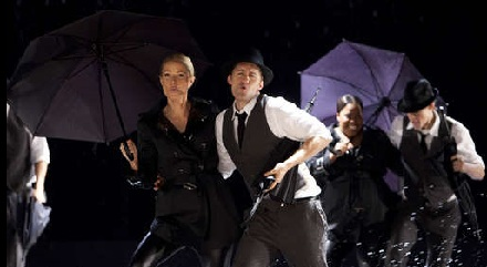 File:Hollyandwillsingingintherain.jpg
