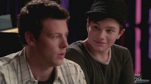 File:Kurt looks in love to finn.jpeg