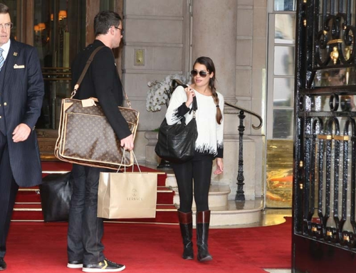 File:Monchele leave hotel.png