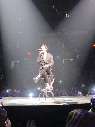 File:Kurt on tour.jpg